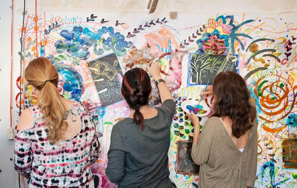 """נשים יוצרות באירוע """"יוצאות מהקווים"""", 2014"""