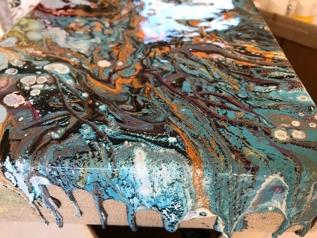 נזילות צבע על צידי הקנווס
